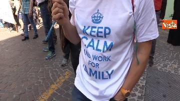3 - Congresso Famiglia, la manifestazione pro family sfila per le vie di Verona
