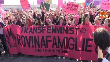9 - Manifestazione femminista a Verona, in 20mila in corteo