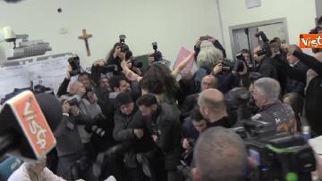 9 - Protesta Femen, Berlusconi scherza: