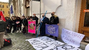 7 - Dal cinema al teatro. Lavoratori in protesta a Montecitorio. Le foto del sit-in