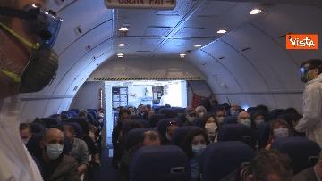 6 - In volo con il ministro Boccia e gli infermieri volontari che vanno al nord a combatter il covid