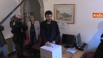 1 - Primarie Pd, il voto di Maurizio Martina a Bergamo