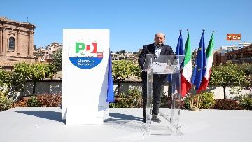 8 - Europee, Zingaretti, Calenda e Gentiloni presentano simbolo PD con