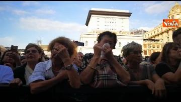 10 - Crollo ponte, le lacrime dei genovesi alla commemorazione in piazza