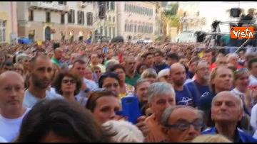 1 - Crollo ponte, le lacrime dei genovesi alla commemorazione in piazza