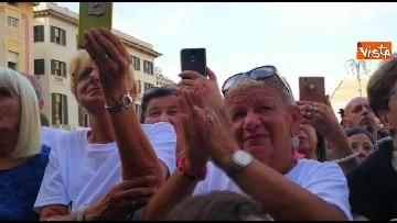 3 - Crollo ponte, le lacrime dei genovesi alla commemorazione in piazza