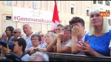4 - Crollo ponte, le lacrime dei genovesi alla commemorazione in piazza