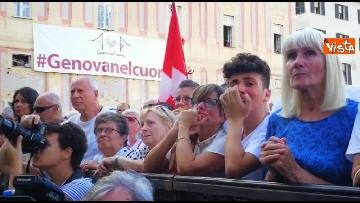 5 - Crollo ponte, le lacrime dei genovesi alla commemorazione in piazza