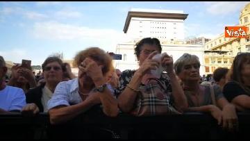 9 - Crollo ponte, le lacrime dei genovesi alla commemorazione in piazza
