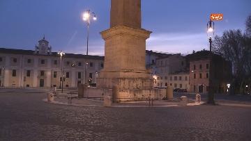 7 - Piazza San Giovanni in Laterano deserta. Nessun turista e la Basilica è spettrale