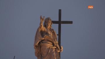 6 - Piazza San Giovanni in Laterano deserta. Nessun turista e la Basilica è spettrale