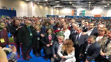 9 - Meloni fa foto con i candidati di FdI alle europee