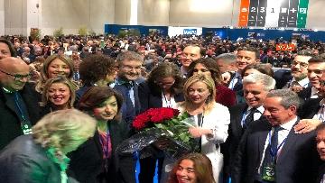 7 - Meloni fa foto con i candidati di FdI alle europee