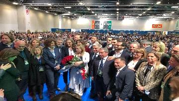 6 - Meloni fa foto con i candidati di FdI alle europee