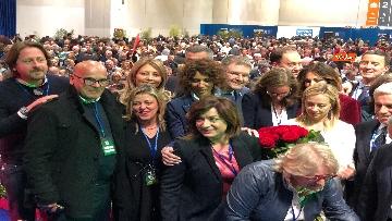 8 - Meloni fa foto con i candidati di FdI alle europee