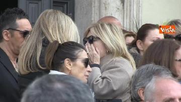 6 - Il pianto di Rita Dalla Chiesa davanti al feretro di Frizzi