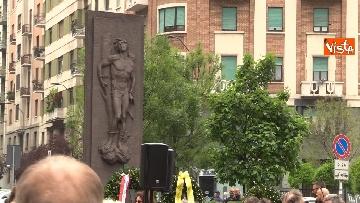 4 - 25 Aprile, deposte le corone in piazzale Loreto sotto il Monumento in ricordo dei Quindici Martiri