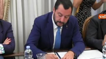 5 - Salvini a Napoli per il comitato di sicurezza tra contestatori e sostenitori