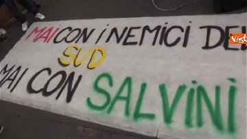 10 - Salvini a Napoli per il comitato di sicurezza tra contestatori e sostenitori