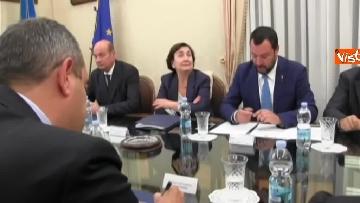 4 - Salvini a Napoli per il comitato di sicurezza tra contestatori e sostenitori