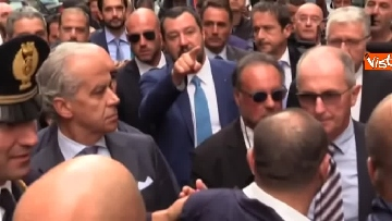 2 - Salvini a Napoli per il comitato di sicurezza tra contestatori e sostenitori