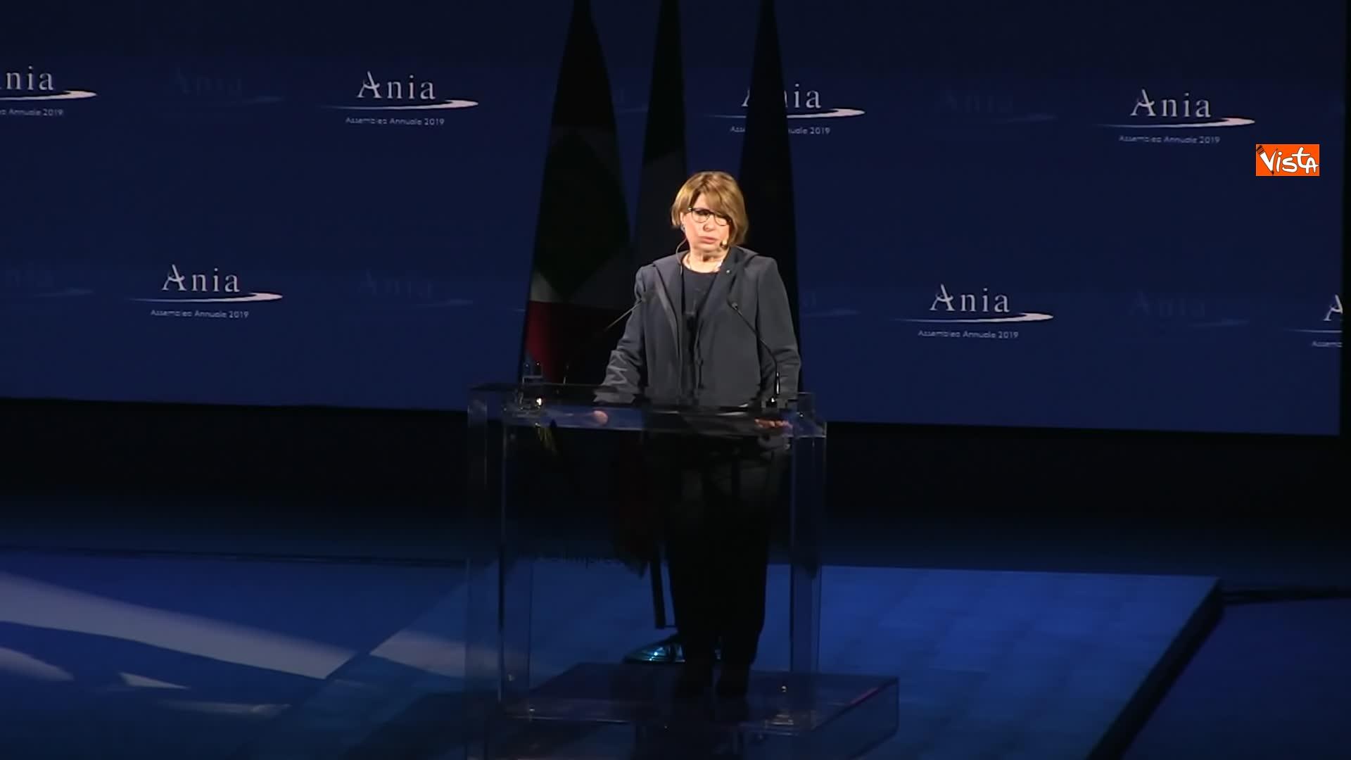 10-07-19 Ania l Assemblea con Conte Mattarella e la presidente Farina_Maria Bianca Farina presidente Ania sul palco