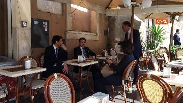 6 - Conte prende un caffè al bar al termine della cerimonia all'Altare della Patria per il 25 Aprile