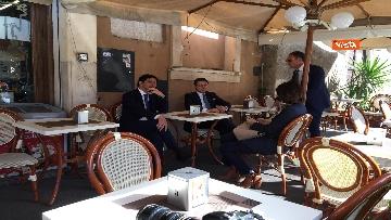5 - Conte prende un caffè al bar al termine della cerimonia all'Altare della Patria per il 25 Aprile