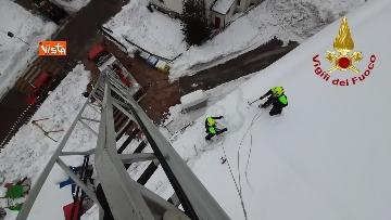 5 - 13-01-21 Neve Friuli Venezia Giulia, i Vigili del fuoco intervengono su tetti strutture pubbliche a Claut