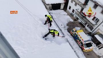 3 - 13-01-21 Neve Friuli Venezia Giulia, i Vigili del fuoco intervengono su tetti strutture pubbliche a Claut