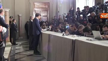 7 - I foglietti di Martina, la cravatta rossa di Orfini, il PD alle consultazioni