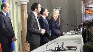 1 - Consultazioni, il gruppo per le Autonomie del Senato a margine del colloquio con Mattarella immagini