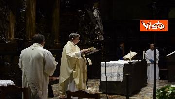 """3 - Riapre il Duomo di Milano, """"Vi aspettavamo da tanto tempo"""", le prime parole del sacerdote ai fedeli"""