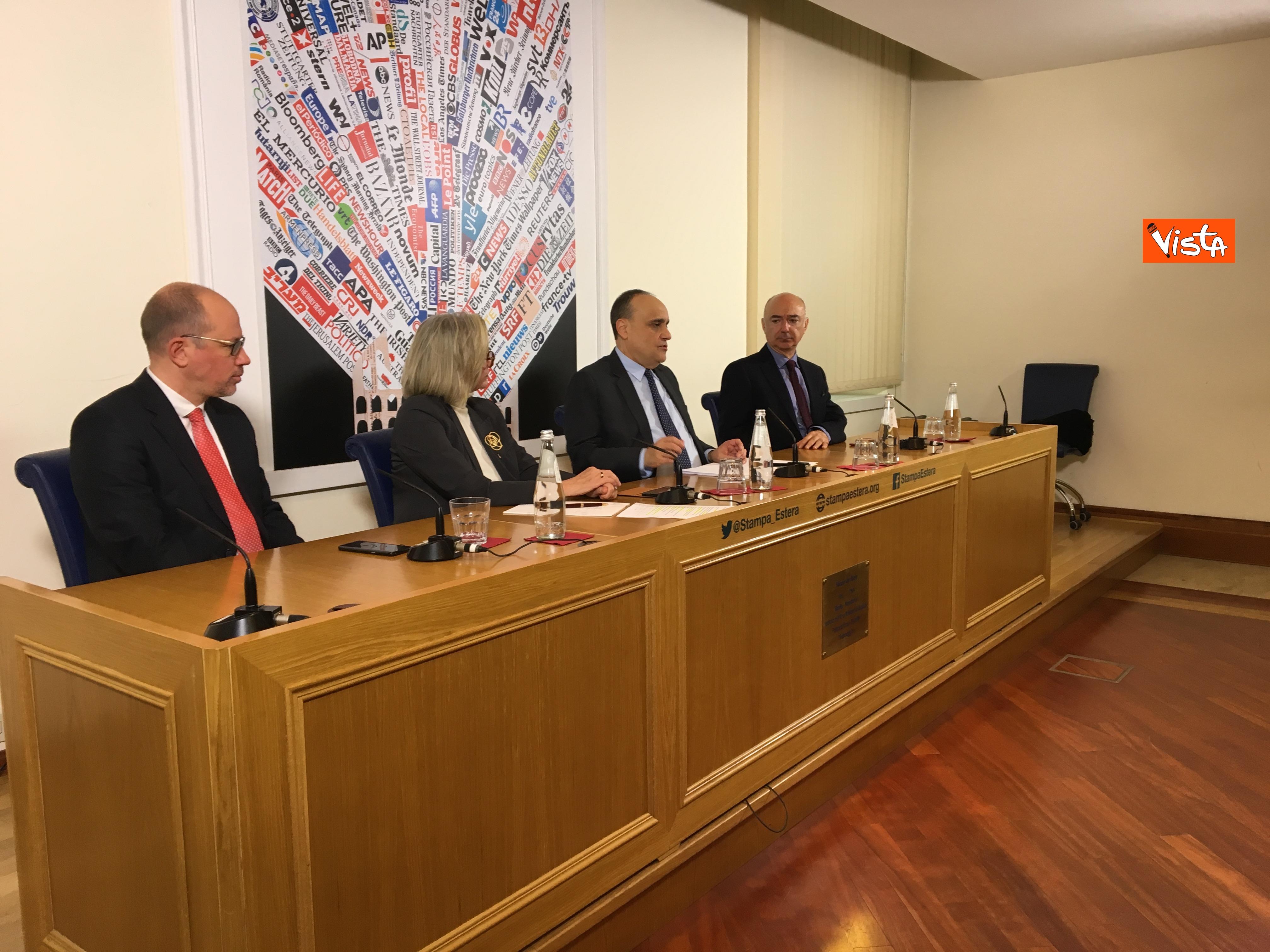 10-01-19 Bonisoli in conferenza stampa alla sede romana della stampa estera immagini