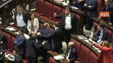 4 - Scontro in aula tra PD e Fratelli d'Italia, rissa sfiorata tra i deputati