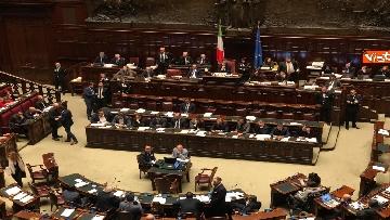 2 - Manovra, la discussione alla Camera. Governo mette la fiducia