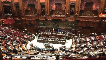 7 - Manovra, la discussione alla Camera. Governo mette la fiducia