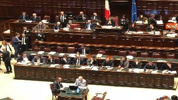 3 - Manovra, la discussione alla Camera. Governo mette la fiducia