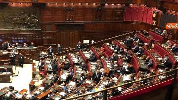 5 - Manovra, la discussione alla Camera. Governo mette la fiducia
