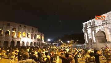 12 - Eclissi luna, dal Colosseo al Gianicolo, Roma presa d'assalto dai turisti