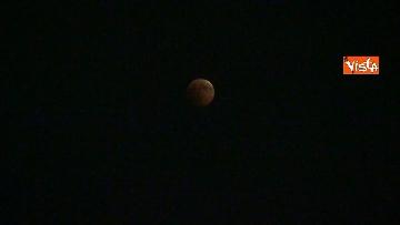 2 - Eclissi luna, dal Colosseo al Gianicolo, Roma presa d'assalto dai turisti