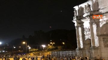 11 - Eclissi luna, dal Colosseo al Gianicolo, Roma presa d'assalto dai turisti