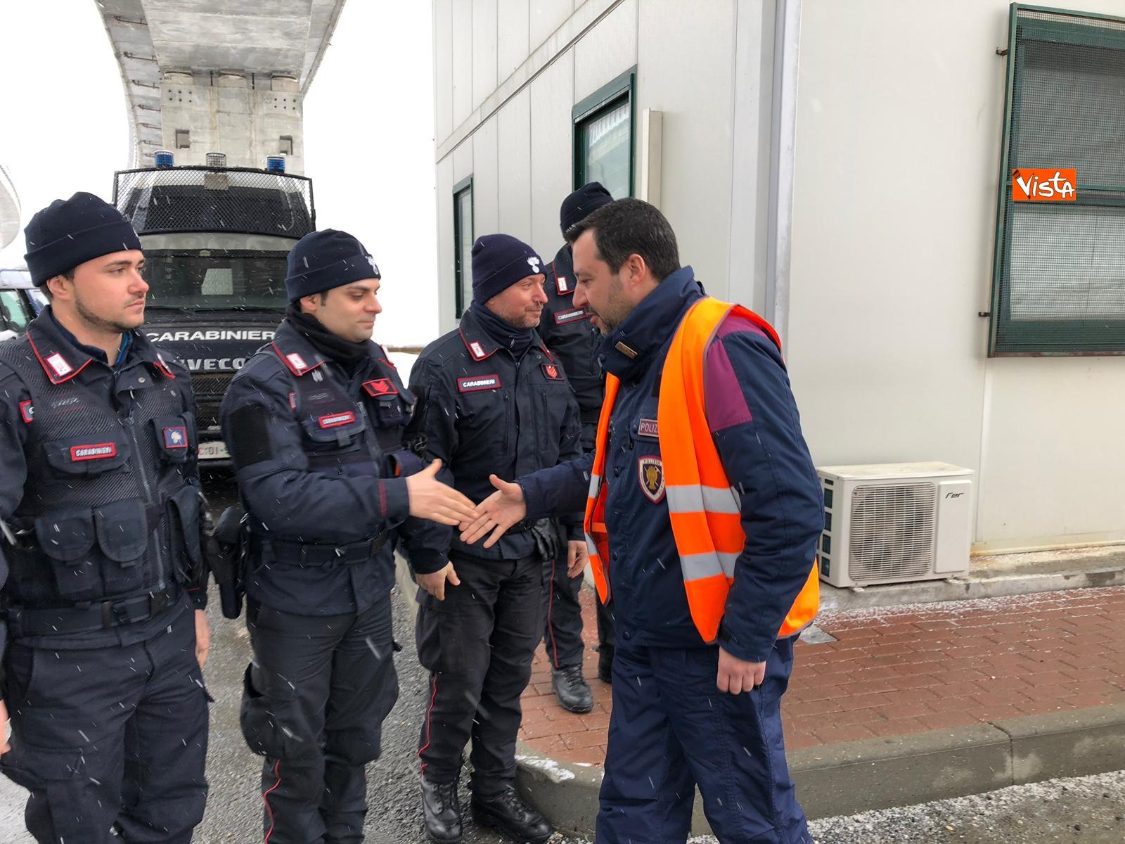 Il ministro Salvini con la polizia a Chiomonte visita i cantieri Tav_02