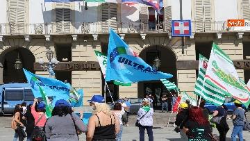 1 - Presidio lavoratori Dussmman Service in piazza Castello a Torino