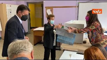 3 - Conte alle urne per le elezioni, il momento del voto
