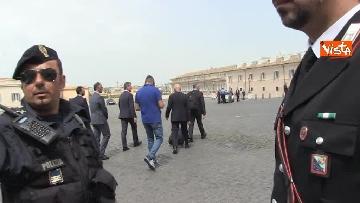 5 - Trolley e zainetto, così Cottarelli va verso il Quirinale