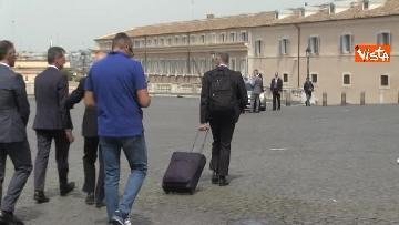 7 - Trolley e zainetto, così Cottarelli va verso il Quirinale