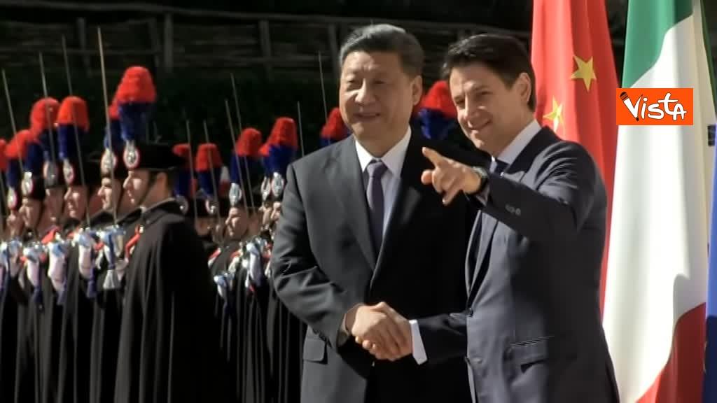 23-03-19 Conte accoglie Xi Jinping a Villa Madama_15_La stretta di mano