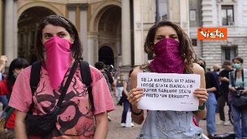 """1 - Montanelli, Non una di meno in piazza a Milano contro Sala: """"Lo stupro non è un errore"""""""