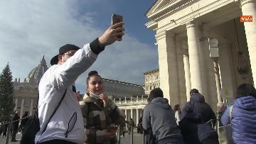 6 - Molti fedeli a Piazza San Pietro per lAngelus dellultima domenica di avvento